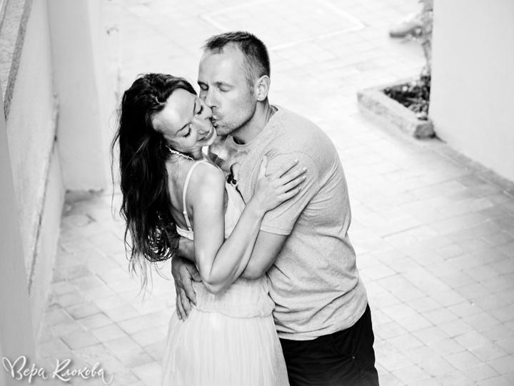 эмоциональный поцелуй в съемке love-story