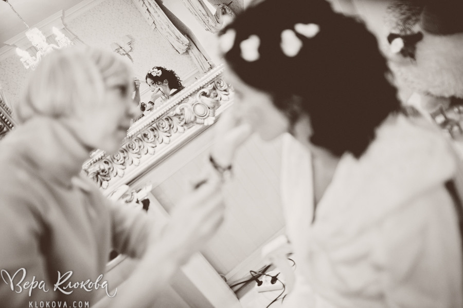 утро невесты/ невеста в свадебном платье из хлопка с цветочным рисунком