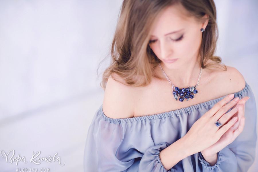 съемка ювелирных украшений/ полупрозрачное шифоновое платье цвета лаванды/туман в фотостудии