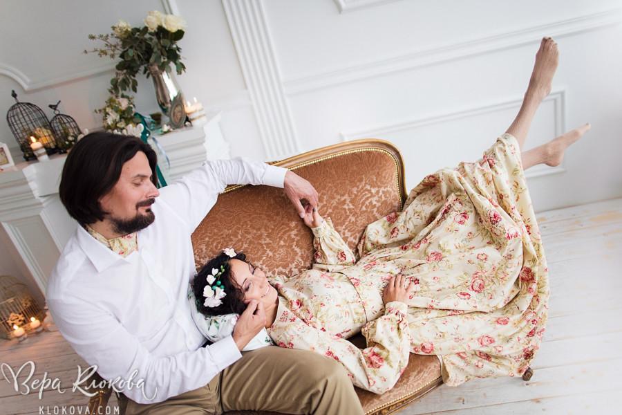 свадебная съемка в студии/ невеста в свадебном платье из хлопка с цветочным рисунком