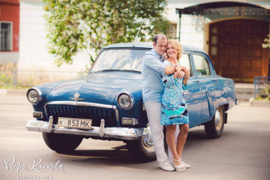 engagement photosession / предсвадебная фотосессия / ретро автомобиль в Москве / живые эмоции